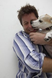 איש עם כלב